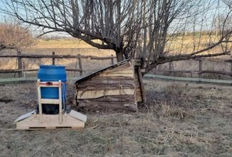How to Build a Portable Pig Feeder
